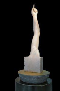 LASSU',2016, marmo risa del Portogallo, marmo bardiglio di Carrara e oro in foglia, cm 270xdiam60cm.