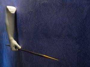 LE MIE FERITE, 2015, marmo stataurio di Carrara acciaio e ottone, misyre ambientali